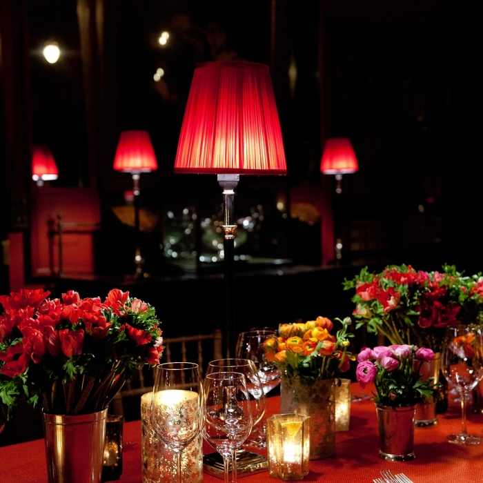 Flowers and lampshades create a rich atmosphere during a dinner