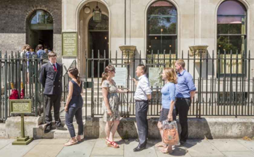 Photograph of visitors being greeted at the gate of the Soane Museum and other visitors waiting in the queue